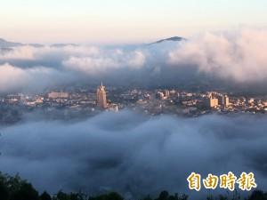 雲霧繚繞!埔里虎頭山再現甜甜圈美景