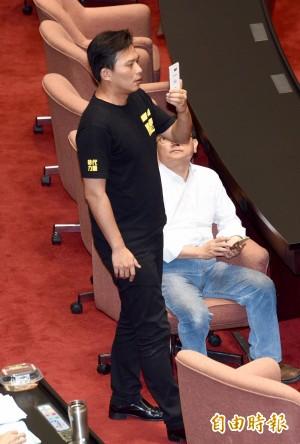 國民黨稱捍衛勞工權益  黃國昌:刪七天假在馬任內