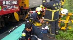 集集小火車與機車擦撞 1老翁恐被截肢