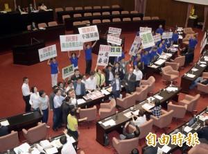 綠委盼國民黨 「慢慢練習和人民站在一起」