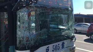 「砰!」台灣大道公車追撞 8名乘客受傷送醫