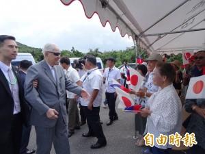 李登輝抵石垣島訪問 僑胞舉台、日兩國國旗歡迎