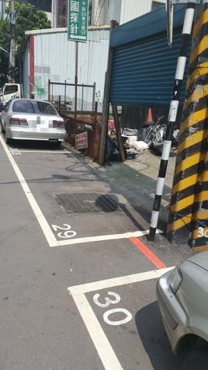 新北板橋這個停車格好狂 網友們都傻了...