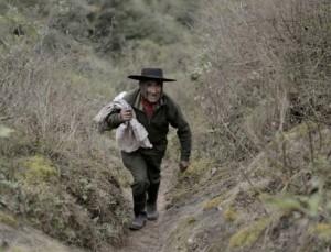 過原始生活 79歲阿根廷老翁獨自住洞穴40年