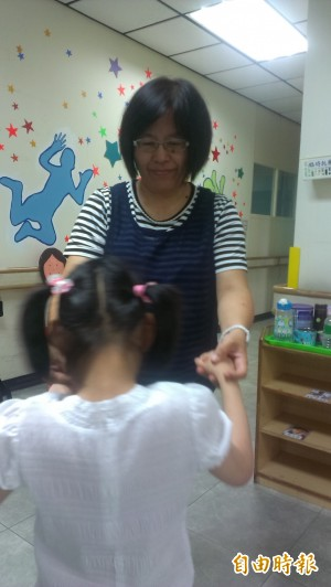 從幼教老師投入早期療育 林恩玉獲全國育智獎
