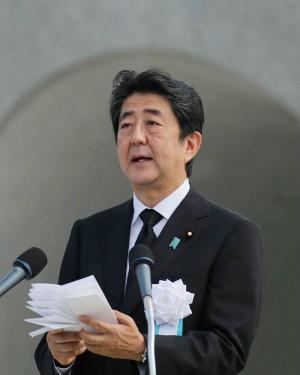 日本天皇想生前退位 安倍:將充分討論
