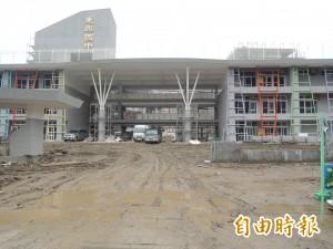 快開學了 竹北新校東興國中還在全力趕工中…