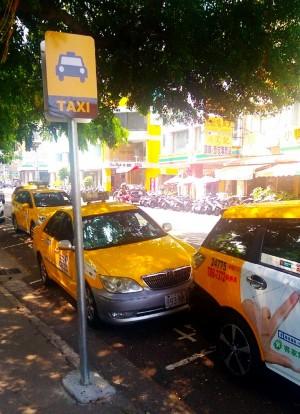 簡約又一目瞭然 台中更新計程車招呼站牌