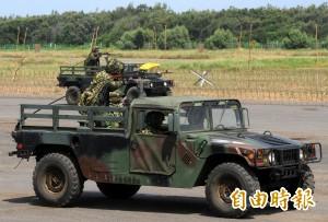 戰車翻覆同一時間 還有悍馬車翻覆致2人傷