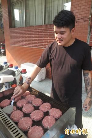 環島賣漢堡 所得助育幼院童
