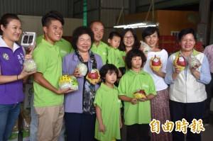 3位「型農」晉升產銷履歷達人 花媽現身祝賀