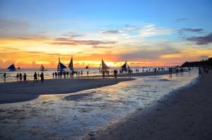 菲律賓警方掃毒 25名台灣人長灘島被補