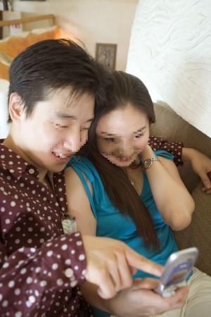 爸爸手機竟有小三裸照!兒向母親揭發