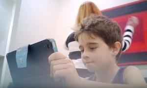 小孩玩電動有多沉迷? 2分鐘影片讓你馬上看懂...
