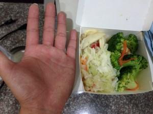 網友在自助餐只夾3樣菜 天價嚇壞他