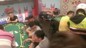 真的換物不換錢?夜市德州撲克攤被起獲賭資