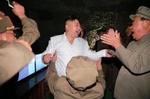 視察導彈發射好開心 金正恩下令擴大核武成果