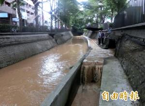 中市潮洋溪水混濁 環保局查獲污染累犯