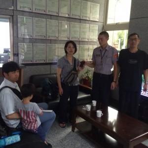日籍旅客搭車掉手機 暖警幫忙找回它