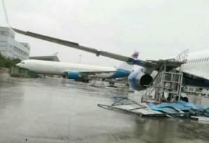 廈門遭莫蘭蒂蹂躪 機場滿地客機殘骸