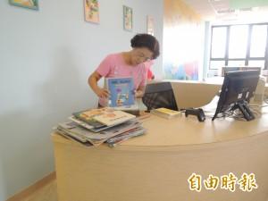 老師退而不休 天天返校當圖書館志工