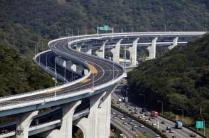 五楊高架禁行大客車、小客車速限40公里