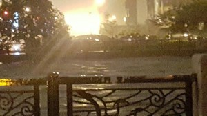 台南運河滿溢 水利局:外海強風吹出運河浪