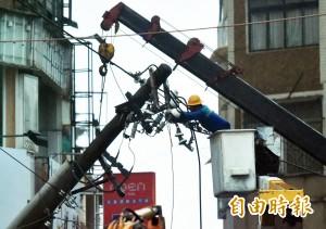 梅姬漸離 台電持續搶修全台115萬停電戶