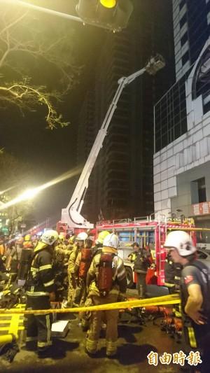 台南安平大樓大火 疏散125人8人嗆傷
