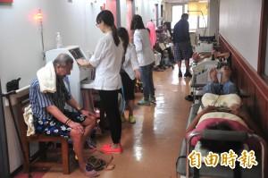 恆基連遇3颱襲擊 病患被迫走廊上復健
