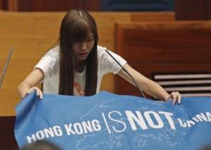 出示「香港非中國」旗幟   港立法會議員遭判宣誓無效