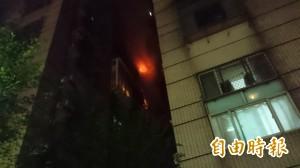 淡水公寓暗夜大火 數百居民倉皇撤離