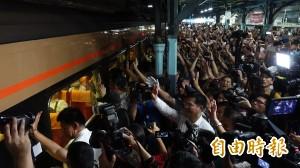 歷史時刻! 末班車開出 台中平面鐵路走入歷史