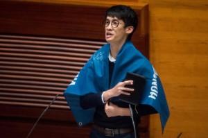 港2議員宣誓辱中  傳北京下令拔議員資格