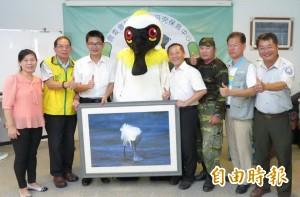追尋黑琵8千多日子 台南高溢源拍到辦攝影展