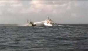 中國漁船又傳越界作業 被海巡洗臉當場哀求「拜託不要射了」