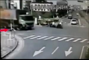 員林婦人車禍畫面曝光!駕駛視線死角 婦人爆頭
