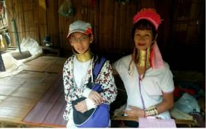 暑假學「毛毛蟲」母語  新二代初體驗泰國長頸族