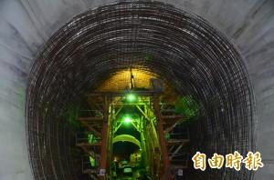 全球首創「象鼻鋼管工法」 曾文防淤隧道明年完工