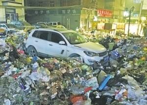 超狂清潔工怒了!他亂停車遭「垃圾海」淹沒當場GG