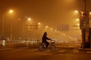北京數百航班因霧霾取消 網友:窗外世界消失了