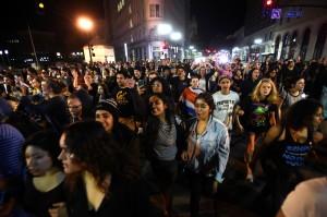不滿選舉結果 加州灣區爆發反川普示威