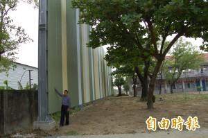 看過防臭牆嗎? 新營太子國中靠9米高牆防堵臭味