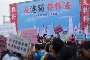 反港獨集會估4萬人參加 被爆疑有走路工