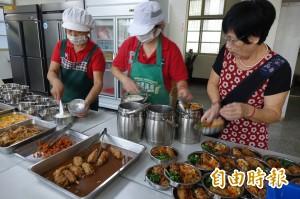 彰化伸港鄉獨老送餐 加飯、加湯、加菜通通OK!
