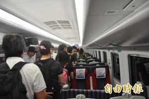 他放棄火車座位讓移工「佔領」 原因超暖心