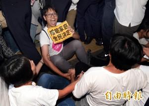 反同婚喊「上廁所是人權」 網友神回:先公投