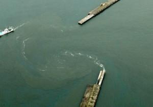 7.4強震掀海嘯 仙台港驚現大型漩渦、宮城縣船隻翻覆