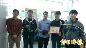 實體弓箭結合生存遊戲 大學生巧玩VR奪全國冠軍