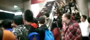 板橋車站月台電梯故障 人潮推擠3人受傷